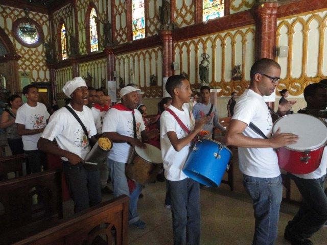 4 Saliendo al ritmo de los tambores de la Agrupación Tambor, Clave y Rumba